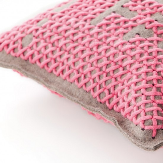 GAN SPACES CANEVAS ABSTRACT MEDIUM PINK CUSHION