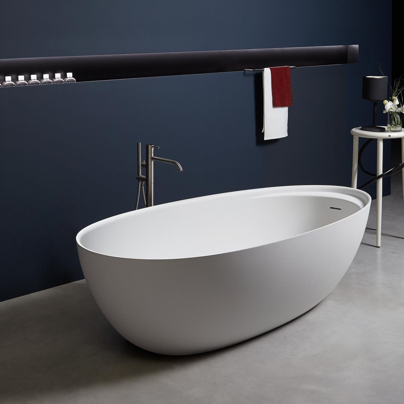 ANTONIO LUPI ECLIPSE OVAL CRISTALPLANT BATHTUB - TattaHome